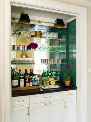 Countertop in bar-style: display your spirits on a tray